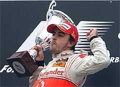 Фернандо Алонсо вновь включился в борьбу за чемпионство. Фото AFP