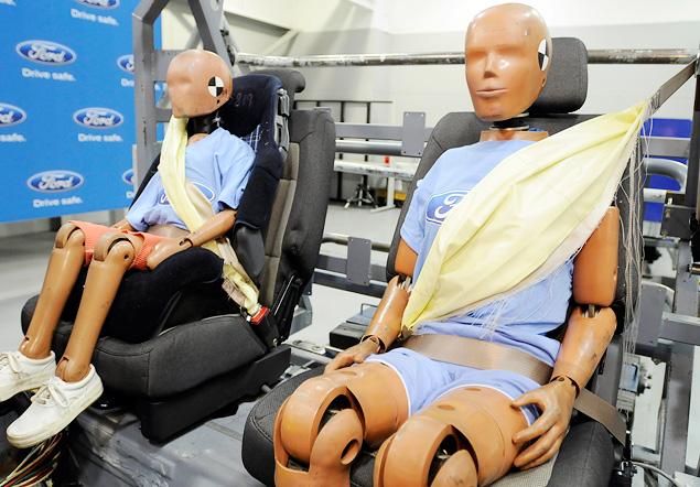 Надувные ремни безопасности . Фото Ford