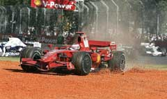 Ferrari Райкконена в гравии. Фото AFP