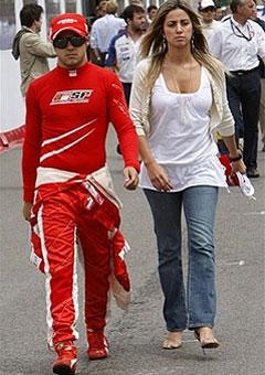 Фелипе Масса со своей девушкой. Фото AFP