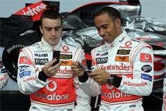 Фернандо Алонсо и Льюис Гамильтон на презентации команды McLaren перед сезоном-2007. Фото с сайта fernandoalonso.com